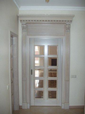 Двери под старину из дерева разных пород
